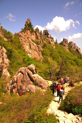 Hiking Dinosaur Ridge in Seoraksan National Park