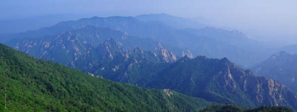 View of Dinosaur Ridge from Daechongbong