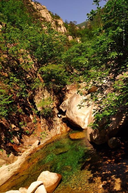 Seoraksan's lush valley beneath Dinosaur Ridge