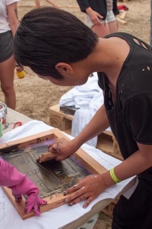 This artist was giving away silkscreen t-shirts!