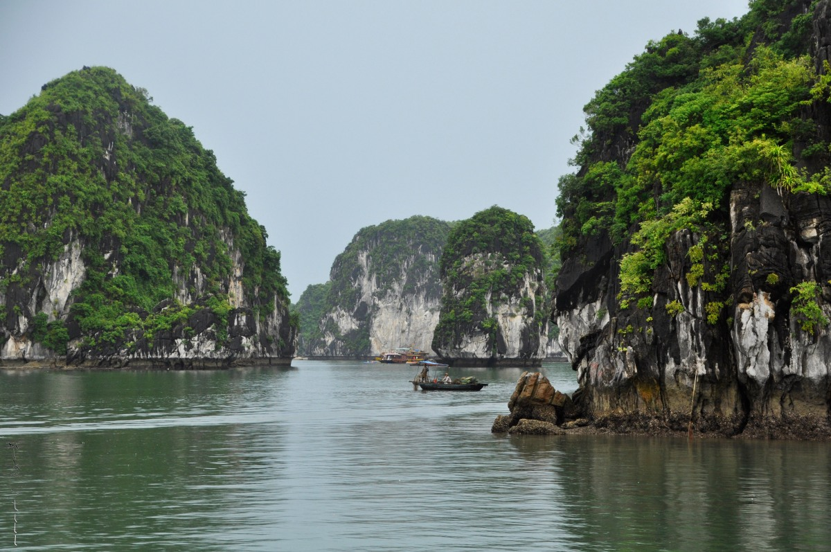 Castaway on an island in Ha Long Bay, Vietnam - Day 2