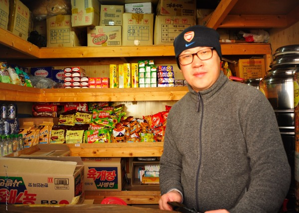 This guy sold ramen & other goodies near the top.  What a lifesaver!