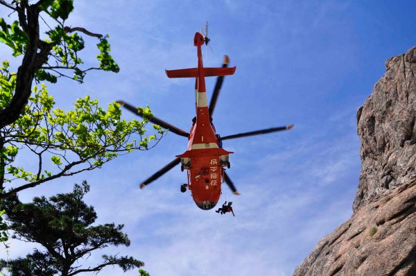Mountain Rangers descend from a helicopter to help an old Korean man succumbed to heat exhaustion & dehydration along Dinosaur Ridge, the toughest trail in Seoraksan and possibly all of South Korea.